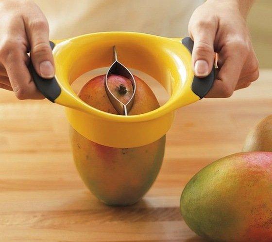 OXO-Mango-Pitter