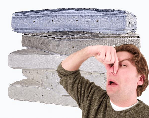 como tirar mau cheiro do colchao vomito