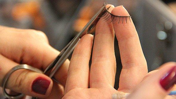 cortando-cilios_sossolteiros