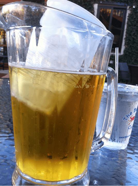 copo plastico serve de gelo para bebida em jarra