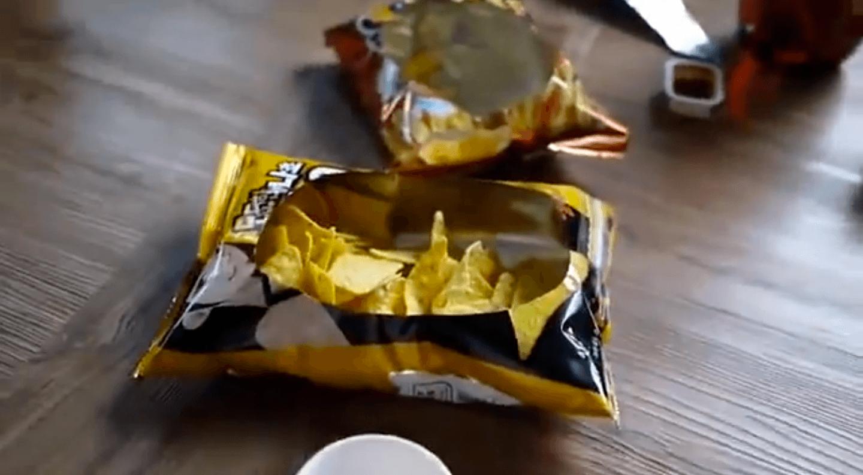 a melhor forma de abrir pacote de salgadinho 3