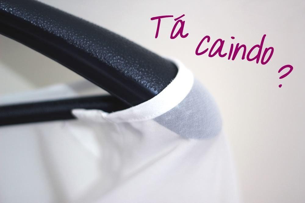 como-evitar-roupa-que-desliza-no-cabide-truque-da-gominha-dicas-blog-onca-de-tule
