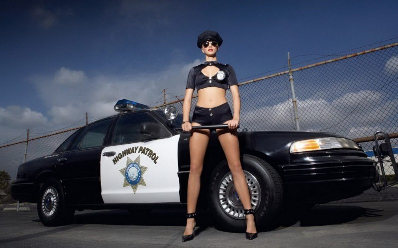 sexy-police-officer-sexy-polizei-girl-uniform-polizistin-27-1313155283