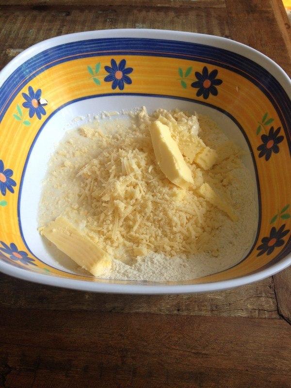 ingredientes_biscoito_de_parmesao_sossolteiros.jpg