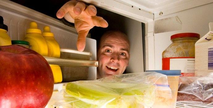 esps-voce-ataca-a-geladeira-a-noite