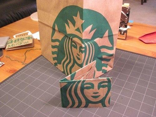 432a1d763 Como transformar uma sacola de papel em carteira