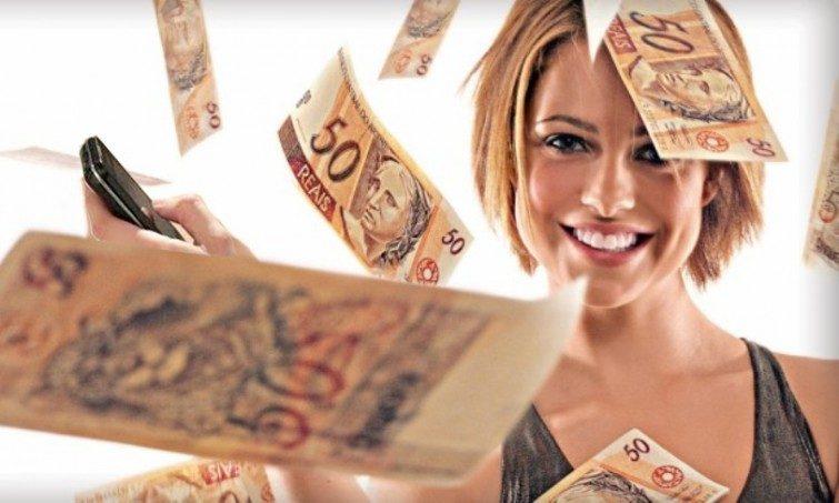 mulher-com-dinheiro cópia