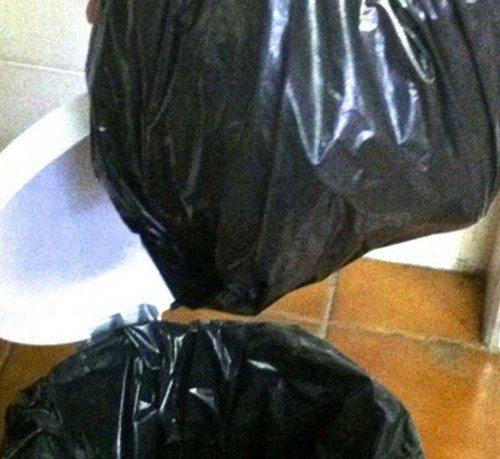 Lixo-na-lixeira–520×800