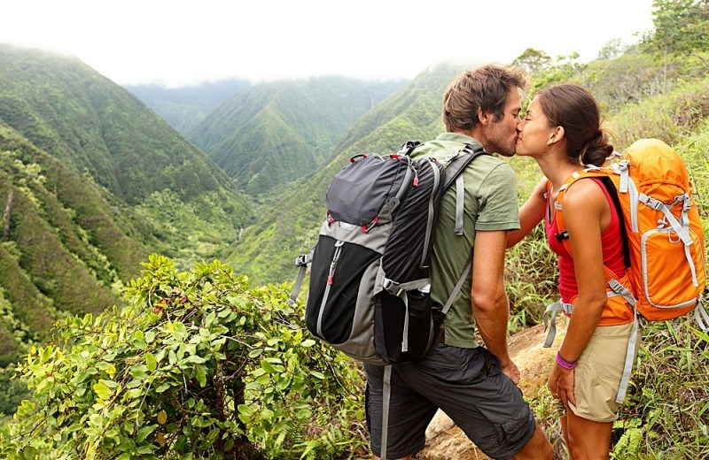 Romantic-Young-Hikers-in-Mountain-Forest-Nature-1000x650