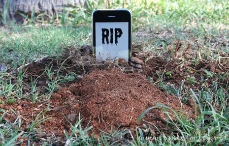 Empresa_se_compromete_a_salvar_qualquer_celular_afogado(2)