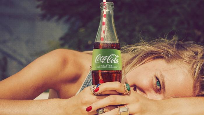 Textual Digital, http://textualdigital.com.br/coca-colacomsteviaereducaodeacucares/coca-cola-lanca-no-brasil-versao-com-stevia-e-50-menos-acucares-3/