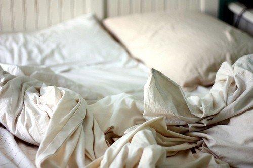 Mattreszine, http://mattresszine.com/mattress-news/cant-sleep-well-its-probably-your-dirty-bed-sheets/