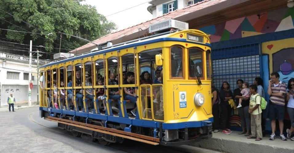 UOL, http://noticias.uol.com.br/album/2015/07/27/bonde-de-santa-teresa-volta-a-circular-com-passageiros.htm