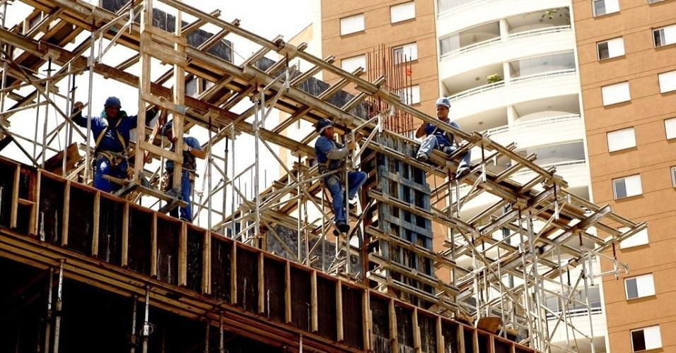UOL, http://economia.uol.com.br/album/2012/11/12/10-direitos-que-nem-todos-os-consumidores-conhecem.htm