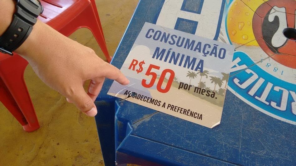 Folha Vitória, http://www.folhavitoria.com.br/economia/noticia/2016/01/quiosques-de-vila-velha-flagrados-pelo-procon-es-cobrando-consumacao-minima.html