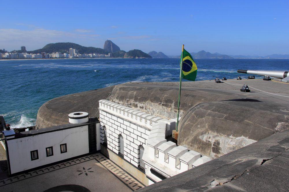 carambaia, https://blogdacarambaia.com.br/2014/10/24/10-lugares-para-ler-no-rj/forte-de-copacabana/