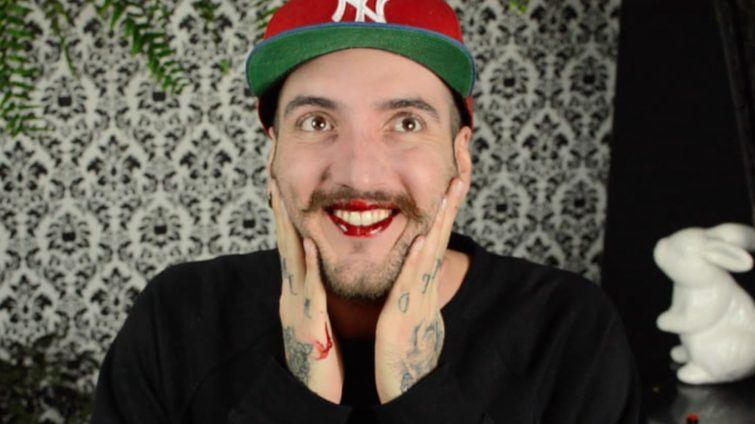 teste batom lip tattoo