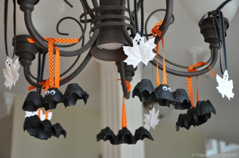 Happy clippings, http://www.happyclippings.com/2011/10/diy-halloween-egg-carton-bats-and-leaf-ghosts-kids-craft.html