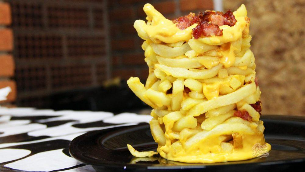 Catraca Livre, https://catracalivre.com.br/geral/gastronomia/indicacao/atencao-atencao-cenas-fortes-torre-de-batata-frita/