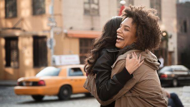 O Psicólogo Online, http://opsicologoonline.com.br/abraco-amigo-pelo-menos-4-abracos-por-dia-para-melhorar-sua-saude-e-bem-estar/