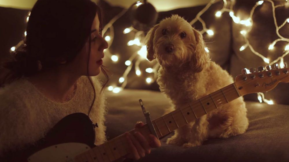 Youtube - Daniela Andrade, https://www.youtube.com/watch?time_continue=36&v=_iAaEH_dR_Y