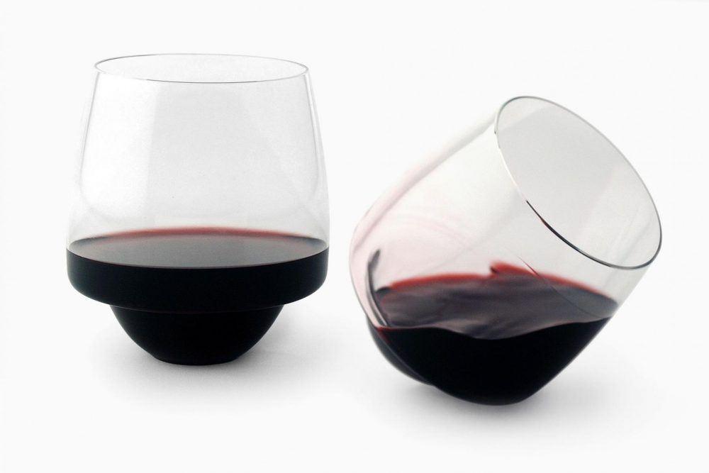 Pamono, https://www.pamono.com/set-of-4-saturn-wine-glasses-by-superduperstudio
