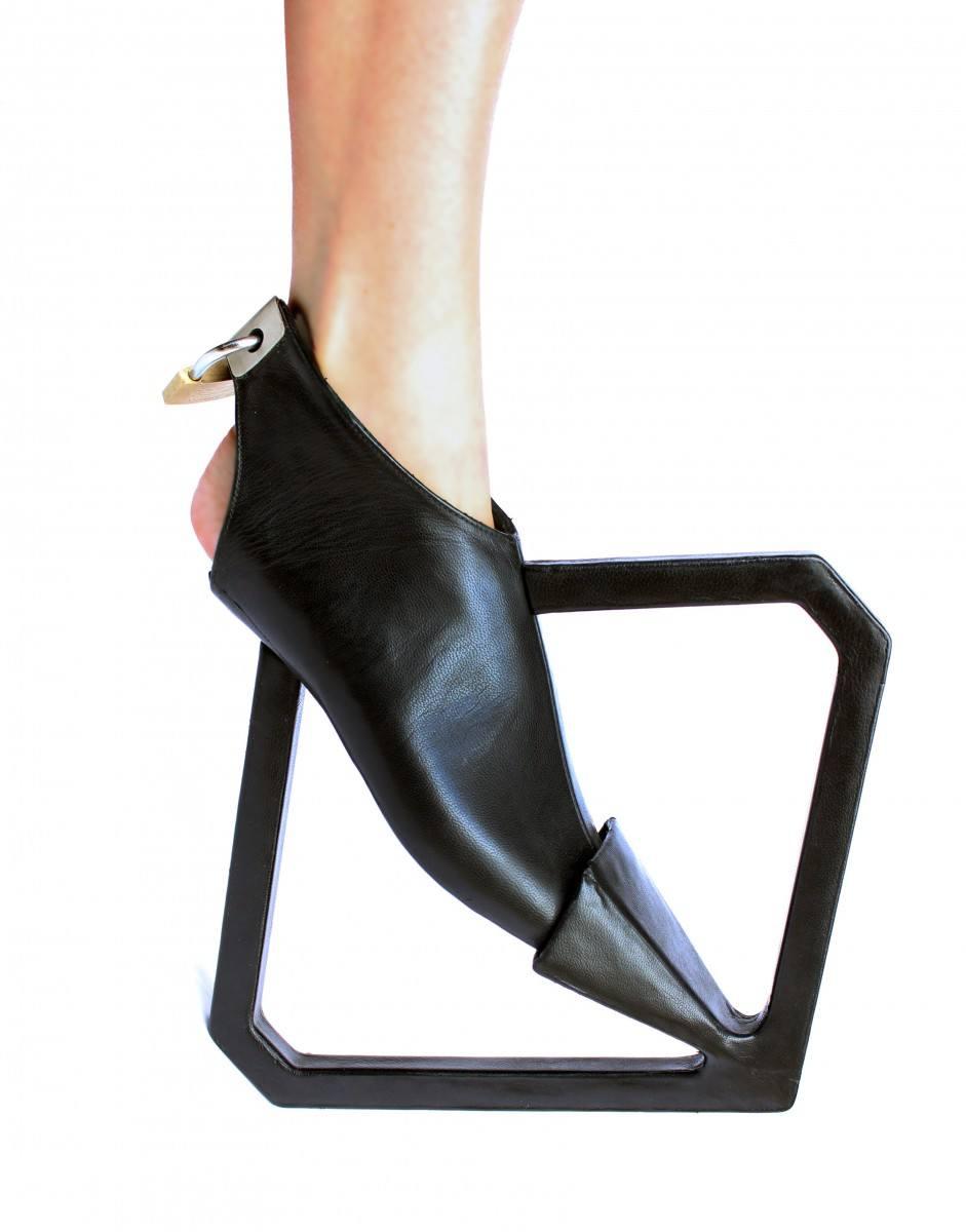 Accessories Magazine, https://www.accessoriesmagazine.com/147845/walk-art-visionary-shoes-will-blow-mind