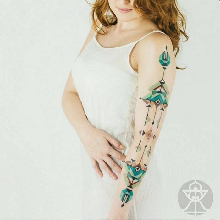 Hypeness, http://www.hypeness.com.br/2017/01/conheca-o-artista-brasileiro-brian-gomes-que-se-inspira-na-arte-tribal-da-amazonia-para-criar-tatuagens-incriveis/