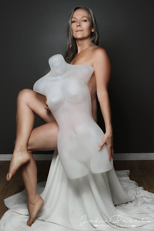 Facebook - Julia Busato, https://www.facebook.com/322944134387498/photos/a.1241056919242877.1073741882.322944134387498/1445991218749445/?type=3&theater