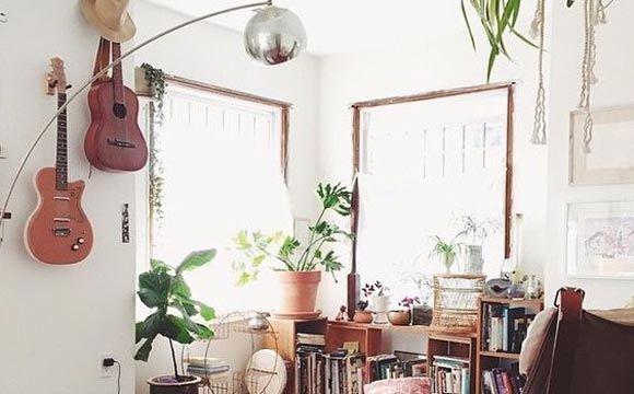 Revista ZapImóveis, https://revista.zapimoveis.com.br/veja-ideias-para-usar-instrumentos-musicais-na-decoracao/