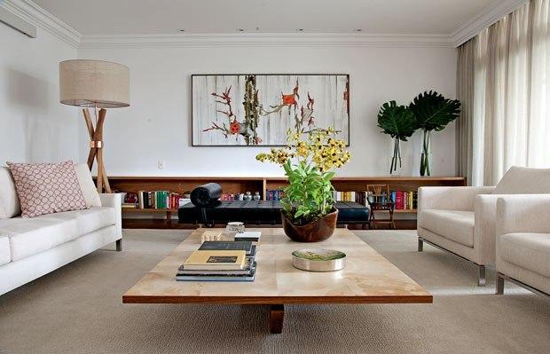 Casa Vogue, http://casavogue.globo.com/Interiores/noticia/2012/08/decor-do-dia-moveis-baixos-no-living.html