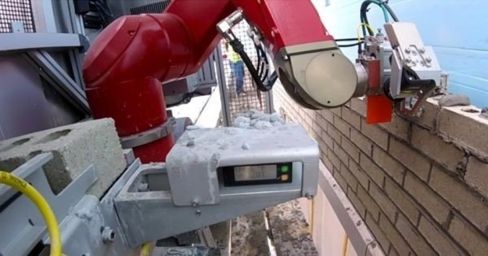 Futurism, https://futurism.com/this-robot-works-500-faster-than-humans-and-it-puts-thousands-of-jobs-at-risk/