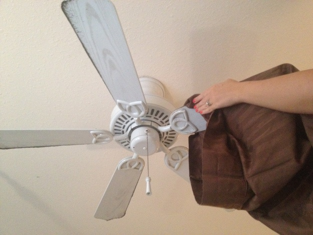 Homemaker Chic, https://homemakerchic.com/2013/01/11/how-to-clean-fan-blades-without-a-dusty-mess/