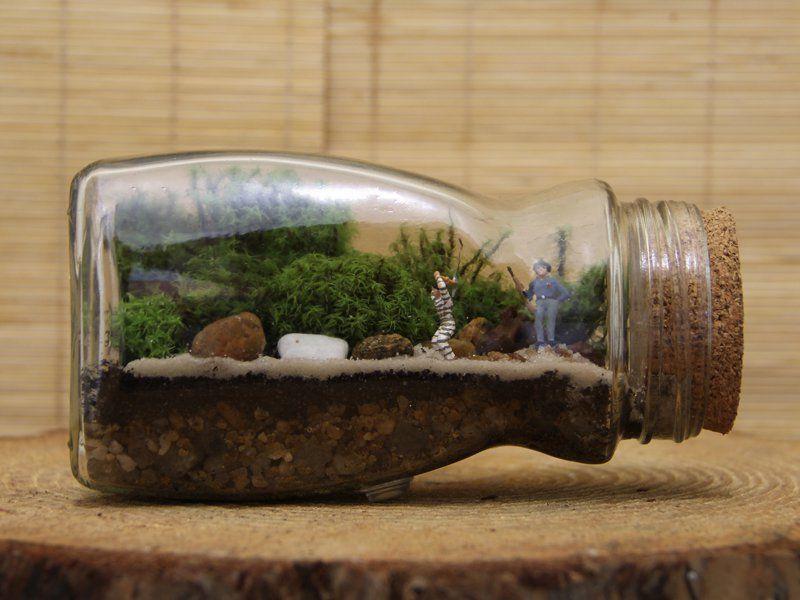 Catraca Livre, https://economize.catracalivre.com.br/faca-voce-mesmo/jardim-na-palma-da-mao-amigas-reutilizam-vidros-para-criar-terrarios-com-cenarios-delicados/