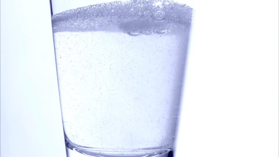 Framepool, http://footage.framepool.com/en/shot/483468676-hangover-effervescent-tablet-water-glass-headache