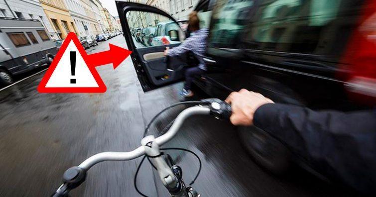 cuidado ao abrir a porta do carro moto bicicleta