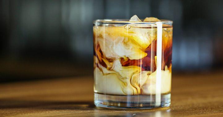 Liquor, https://www.liquor.com/recipes/white-russian/