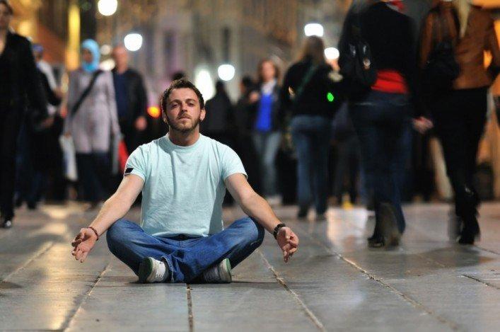 photodune-1856632-young-man-meditating-yoga-in-lotus-position-s-707×469